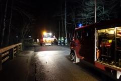 04-2019.12.13.-Baum-droht-auf-Fahrzeug-zu-fallen
