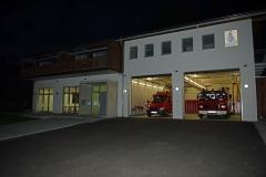 Feuerwehrhaus bei Nacht